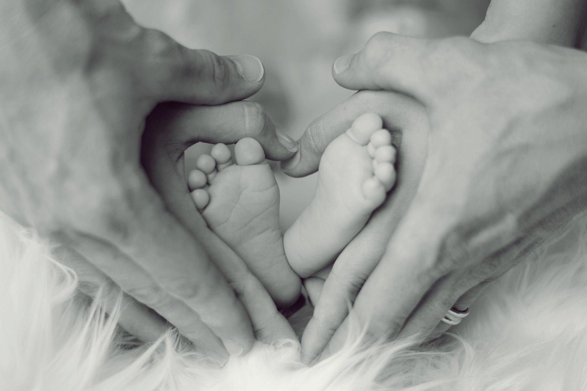 Poród siłami natury – jego przebieg | przygotowanie | ból | znieczulenie