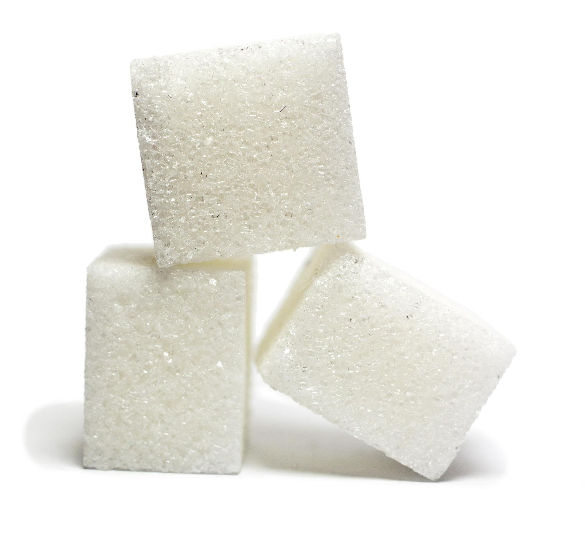 Ilość cukru w napojach gazowanych – porównanie