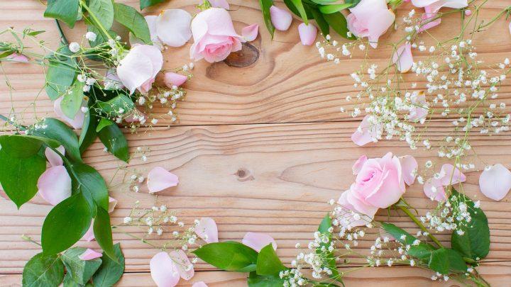 Czy wianek z żywych kwiatów na Komunię musi być biały?