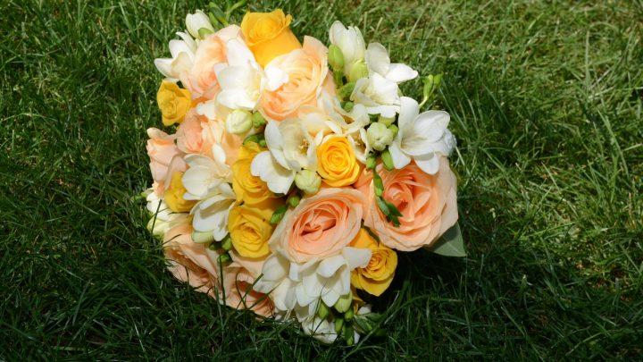Jakich kwiatów nie powinno używać się do bukietów komunijnych?