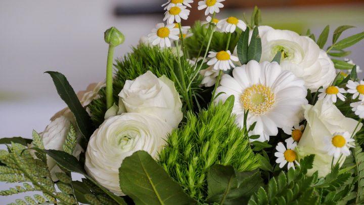 Z jakich kwiatów powstają najpopularniejsze bukiety komunijne?